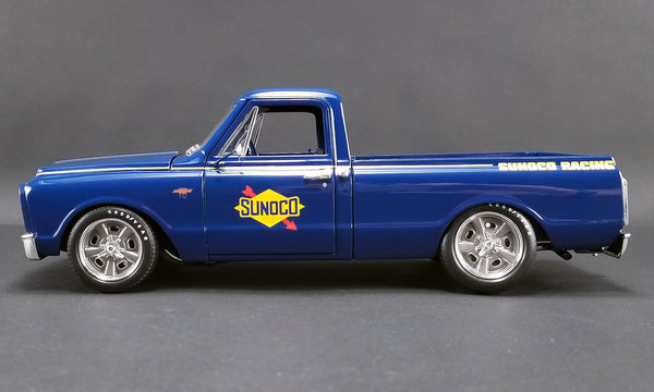 1967 Chevrolet C-10 *Sunoco* pick-up, blue/yellow