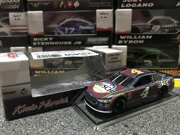 Lionel Racing Nascar Kevin Harvick #4 Ford Fusion 2018 Busch Beer Flannel