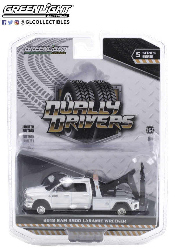 46050-C 1:64 Dually Drivers 2018 Ram 3500 Dually Wrecker - Bright White